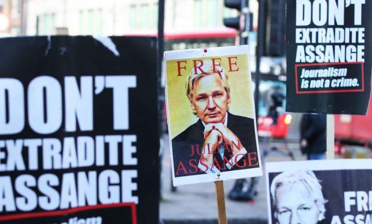 Julian Assange mbetet në burg