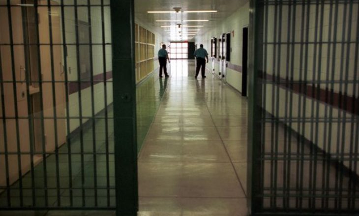 Suspendohen dy zyrtarë korrektues në Mitrovicë