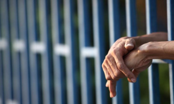 Një muaj paraburgim për personin që dyshohet se mbyti gjyshin e tij