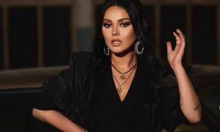 Martohet motra e Fifit – këngëtarja uron që ajo 'të ngrehë këmbën zvarrë'
