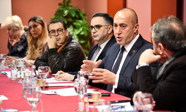 """Haradinaj: Sektorët e goditur nga pandemia do ta ndjejnë """"dorën e shtetit"""""""