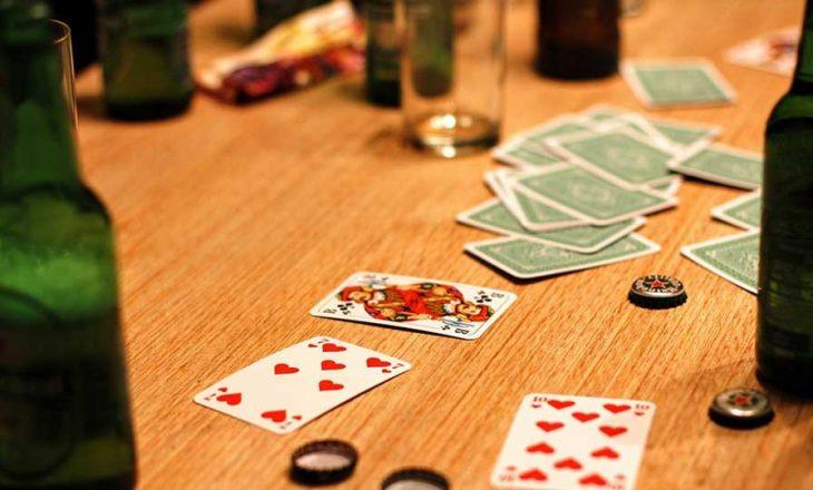 """Kapen """"mat"""" 12 persona duke luajtur bixhoz."""