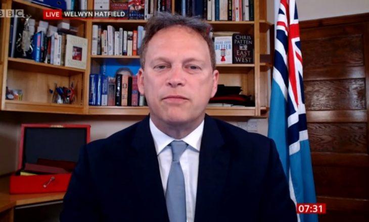Vaksinat mund të mos funksionojnë kundër variantit të virusit të Afrikës së Jugut, paralajmëron ministri britanik