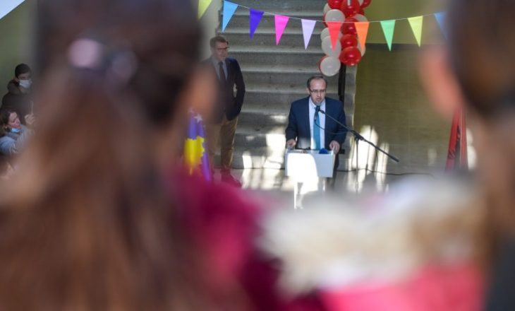 """Kryeministri Hoti mori pjesë në inaugurimin e shkollës """"Dëshmorët e Vitisë"""""""