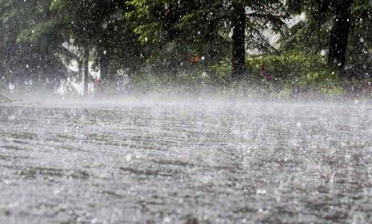 Vikendi me reshje të mëdha shiu