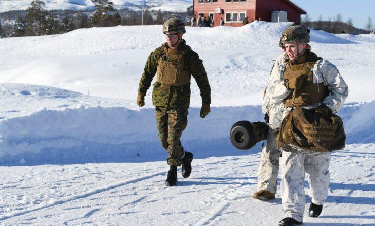 Dy punonjës të ushtrisë norvegjeze humbin jetën dhe një tjetër është lënduar nga një ortek bore në një ishull në Oqeanin Arktik