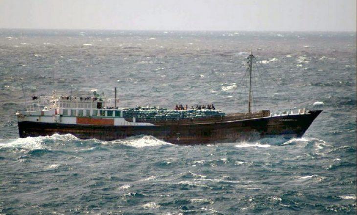 Piratët vrasin një person dhe rrëmbejnë 15 pjesëtarë të ekuipazhit në anijen turke pranë Afrikës Perëndimore