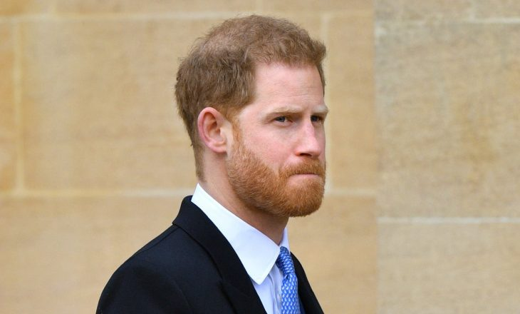 Princ Harry akoma po vuan humbjen e titujve të tij ushtarakë