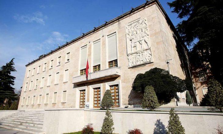 "Shqipëria shpall ""non grata"" diplomatin rus"