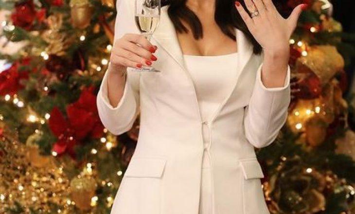 Ky 1 janar për moderatoren shqiptare nisi si një grua e martuar