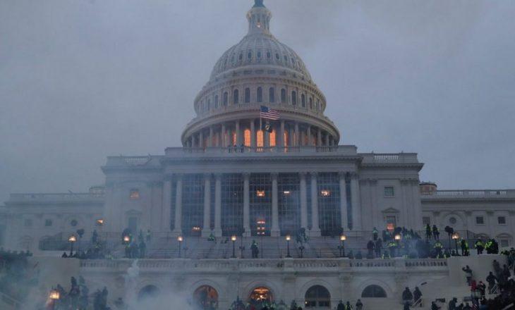 FOTO: Protestuesit pro-Trump sulmojnë legjislaturën amerikane