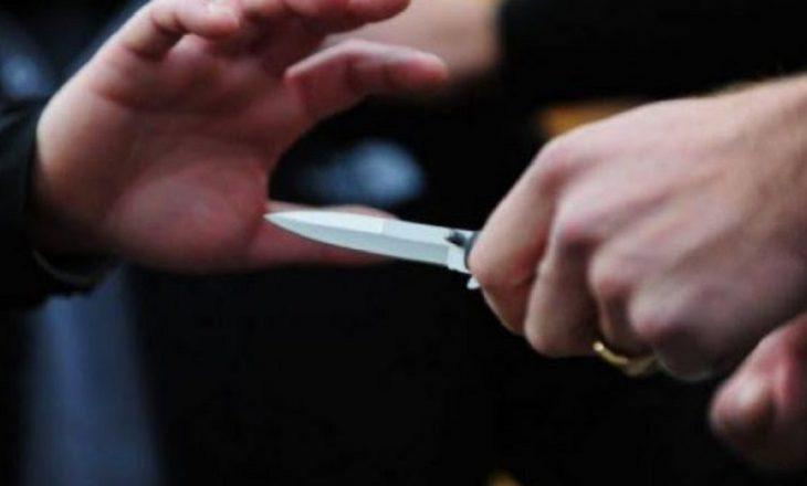 Sulmohet me thikë një person në Podujevë
