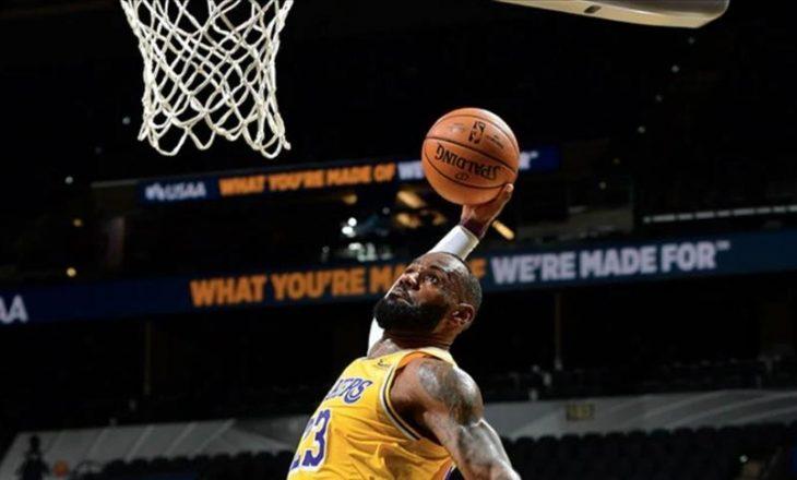 Lakers mposht San Antonio-n, James shënon 'triple-double'