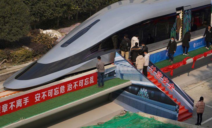 Debuton treni prototip që mund të arrijë shpejtësi prej 620 kilometrash në orë