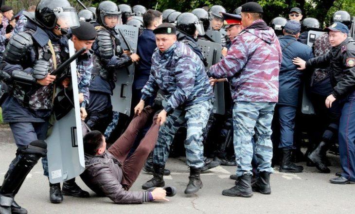 Dhjetëra të arrestuar në protestën e të burgosurve politikë në Kazakistan