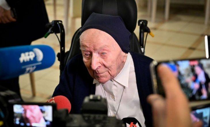 Personi më i vjetër në Evropë shërohet nga Covid-19 pak para 117 vjetorit të lindjes