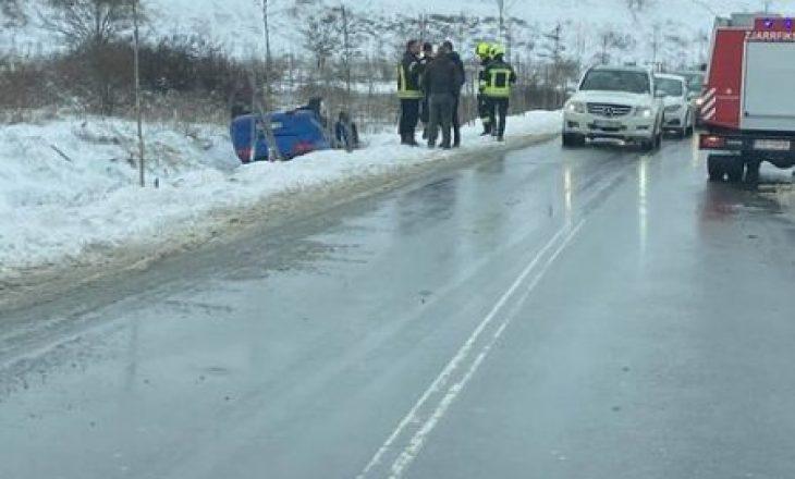 Dy të lënduar në një aksident trafiku në Prizren