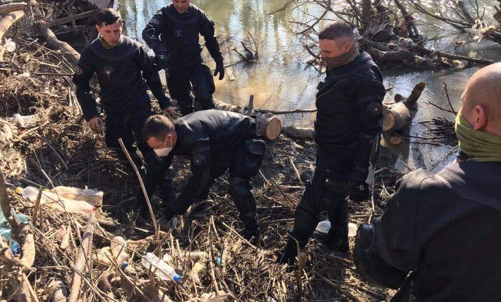 Momenti kur nga lumi nxirret trupi i vdekur i 47 vjeçarit nga Rahoveci