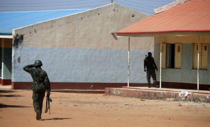 Rrëmbyesit lirojnë 42 persona të rrëmbyer nga shkolla në Nigeri