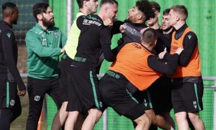 Plasin shqelmat në seancën stërvitore të Hannover 96 në Bundesligën e dytë gjermane