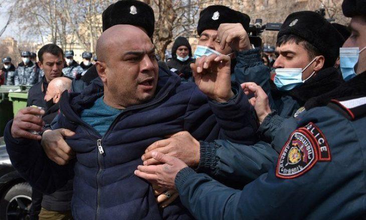 SHBA-ja i bëri thirrje ushtrisë armene të mos ndërhyjë në politikë