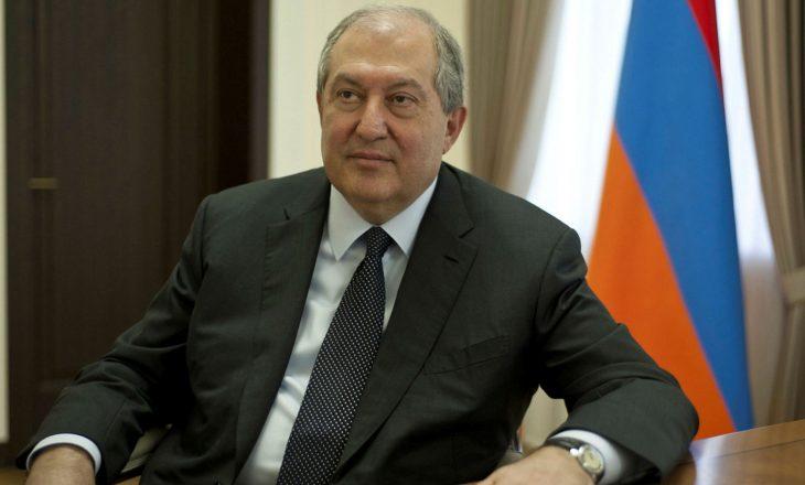Presidenti armen refuzon shkarkimin e shefit të ushtrisë pas urdhrit të kryeministrit