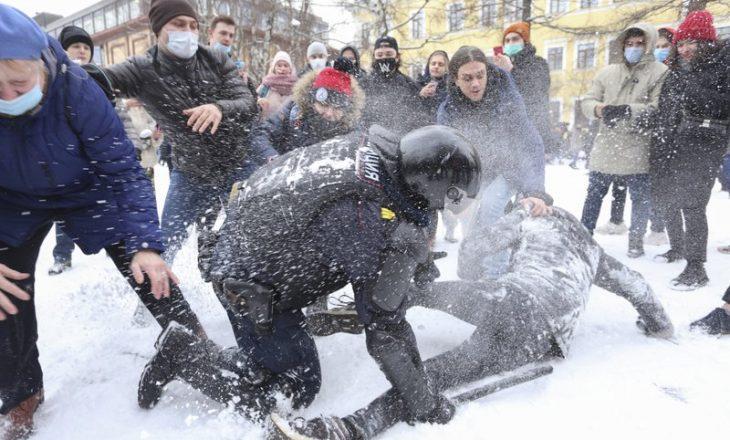 Rusia dëbon diplomatët e huaj derisa tensionet rriten për protestat e Navalnyt