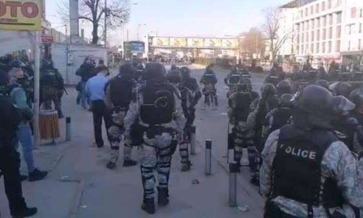 Maqedoni e Veriut: Tetë protestues të arrestuar dhe shtatë policë të lënduar