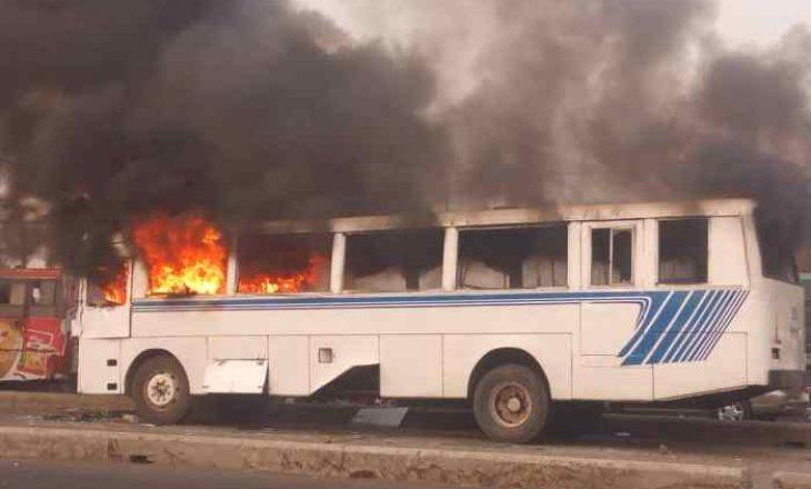 Nga një zjarr që kaploi një autobus pasagjerësh në Nigeri, janë regjistruar së paku 11 viktima
