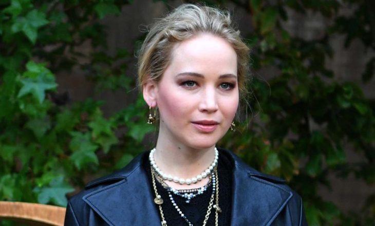 Jennifer Lawrence lëndohet në shesh xhirim – goditet në sy nga një copë xhami