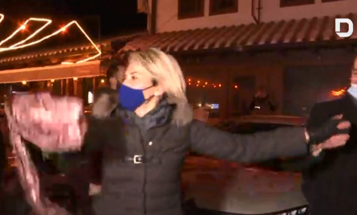 Festë në Gjakovë: Mimoza Kusari-Lila prin në valle