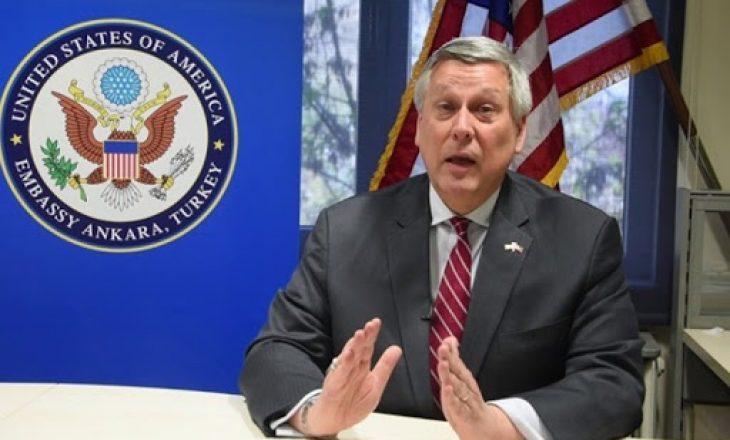 Ambasadori amerikan kërkon që sa më shpejt të formohet Qeveria e re