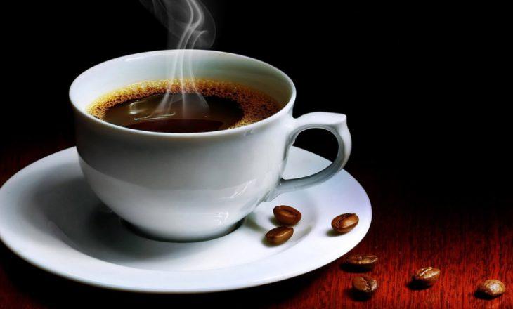 Një kafe në ditë zvogëlon rrezikun për këtë problem me zemër
