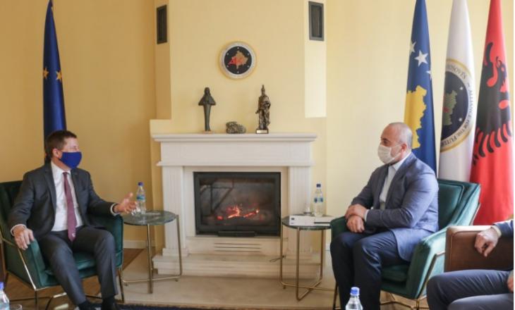 Haradinaj takohet me Szunyog, kërkon mbështetjen e tij dhe të BE-së në sfidat që e presin Kosovën