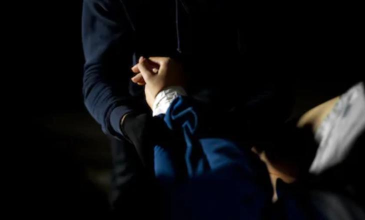 Një grua sulmohet seksualisht dhe kërcënohet me armë në Zubin Potok