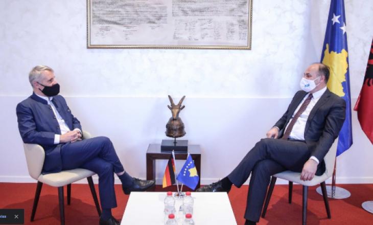 Hoxhaj takohet me ambasadorin gjerman