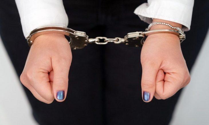 Arrestohet një femër në Prishtinë pasi rrahu motrën e saj