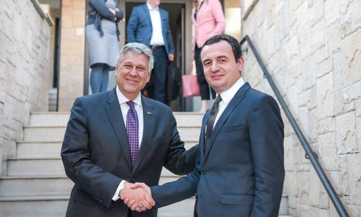 Ambasadori amerikan tregon se çfarë bisedoi me Albin Kurtin