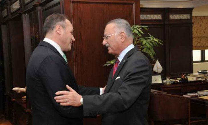 Ish-kryetari i Organizatës për Bashkëpunim Islamik i jep mbështetje Enver Hoxhajt