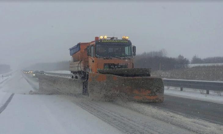 Ministria e Infrastrukturës njofton për gjendjen e rrugëve pas rënies së borës