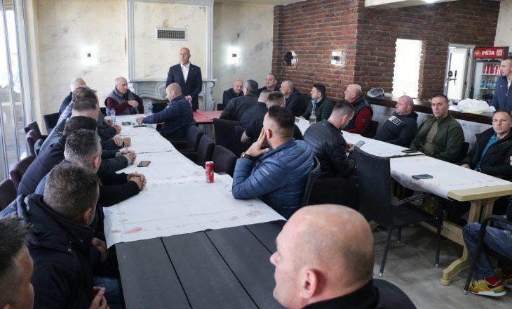Haradinaj viziton disa bashkë-luftëtarë