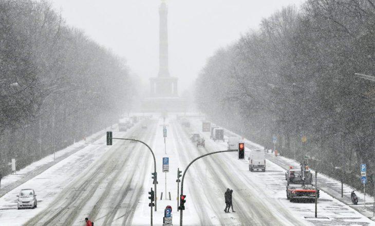 Nga një stuhi e borës në Gjermani, të paktën 28 persona kanë mbetur të lënduar