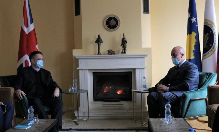 Ambasadori britanik takohet me Haradinajn, diskutojnë për postin e presidentit dhe zgjedhjet