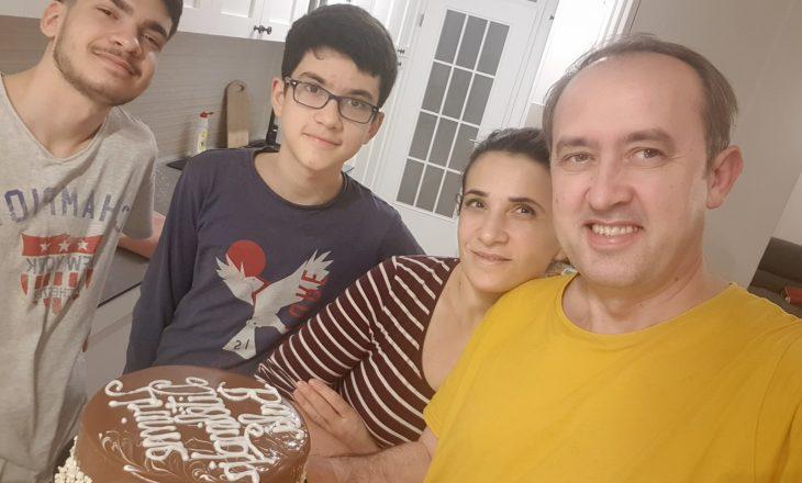 Hoti feston ditëlindjen e 45't