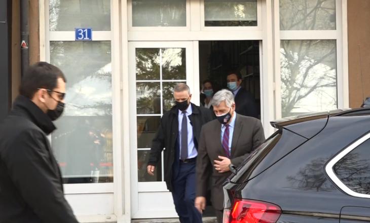 Kosnett përfundon vizitën në Vetëvendosje, nuk deklarohet për media