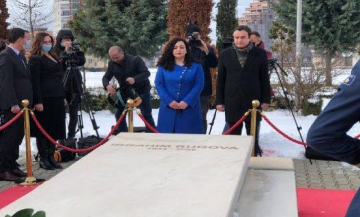Kurti e Osmani urojnë 17 shkurtin nga varri i Ibrahim Rugovës