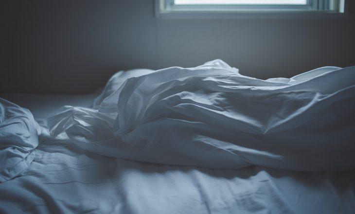 Çfarë ndodhë nëse nuk pastroni rregullisht çarçafët e shtratit tuaj?