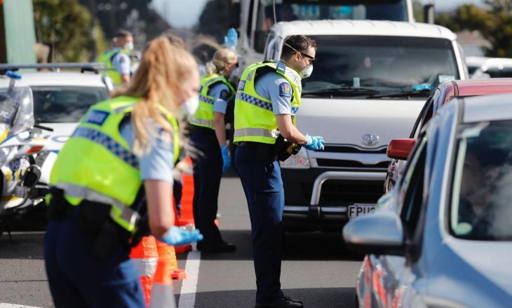 Zelanda e Re urdhëron qytetin e Auckland-it të futet në një bllokim të parakohshëm shkaku i rritjes së rasteve me Coronavirus
