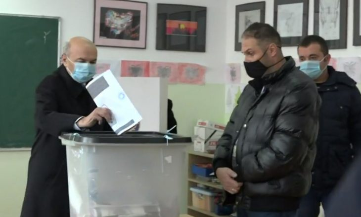 Voton Isa Mustafa, thotë se shpreson në demokratizimin e vendit