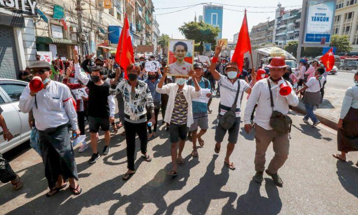Protestat anti-grusht shtet hyjnë në javën e katërt në Mianmar